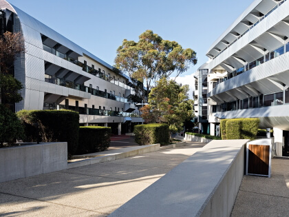 Deakin College Melbourne Burwood campus building exterior