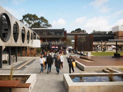 Geelong Waurn Ponds campus exterior